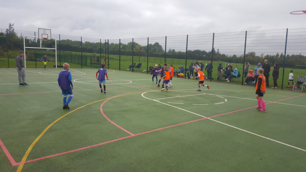 Football - Woodhall Wanderers vs Woodhall Wolves